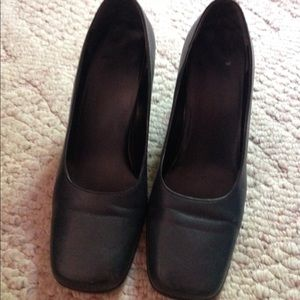 Dark Navy blue shoes. Size 6